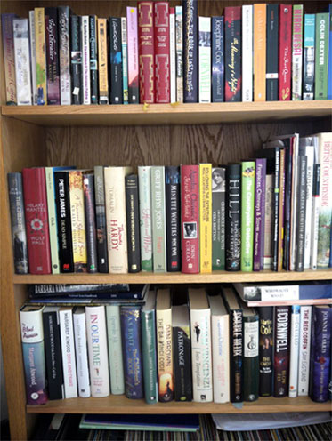 Books-in-Lounge---Photo-2