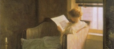 Women-on-sofa-reading