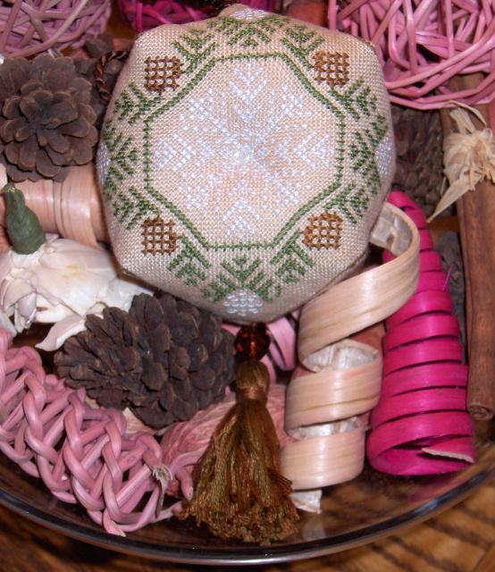 Biscornu_ornament